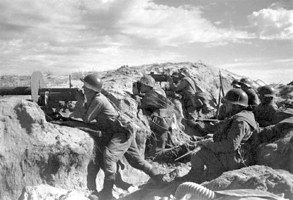 Советские пулеметчики на реке Халхин-Гол.