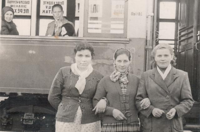 2 – Вместе с кондукторами. Место — кольцо Димитрова Пелагея Кисленко посередине 1948г