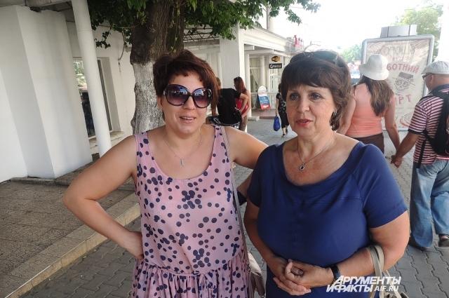 Евгения и Елена признаются, что среди их знакомых есть те, кто не доволен присоединением