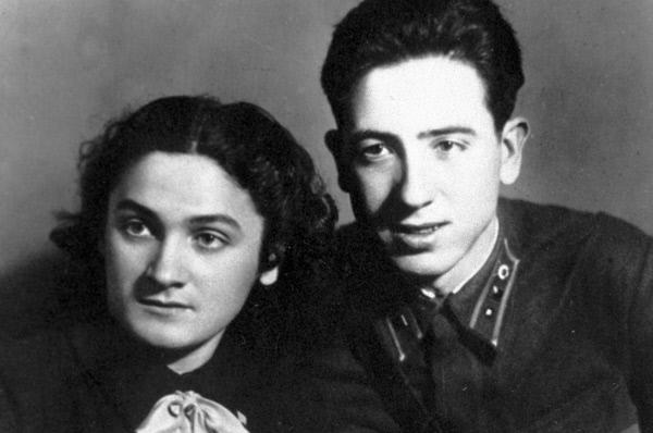 Герой Советского Союза Рубен Ибаррури с сестрой