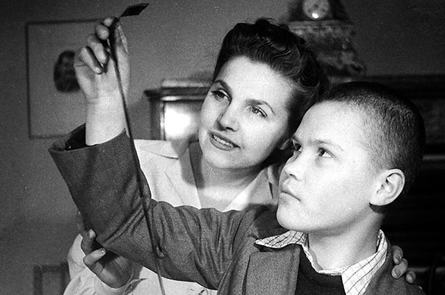 Тамара Макарова с сыном Артуром.