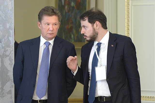 Председатель правления, заместитель председателя совета директоров ПАО «Газпром» Алексей Миллер (слева) и министр энергетики Турции Берат Албайрак.