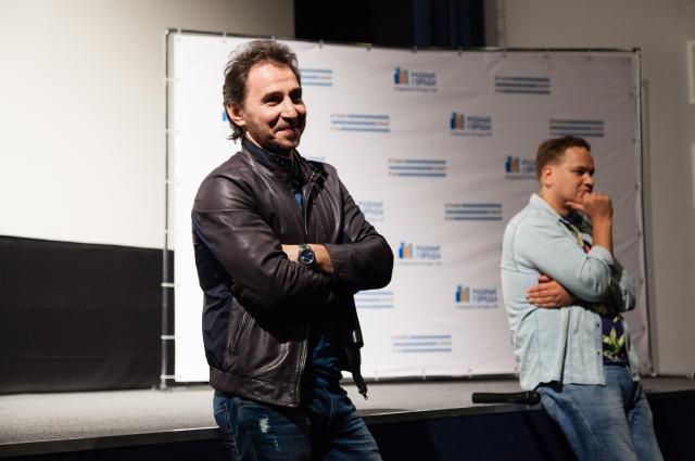 В Оренбурге в рамках фестиваля «Стенограффия» прошла открытая встреча с кинорежиссером Петром Бусловым, известным по фильмам «Бумер» и «Высоцкий. Спасибо, что живой».