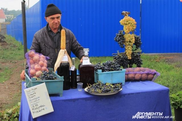 Любой житель области мог выставить свою продукцию и продать ее туристам.