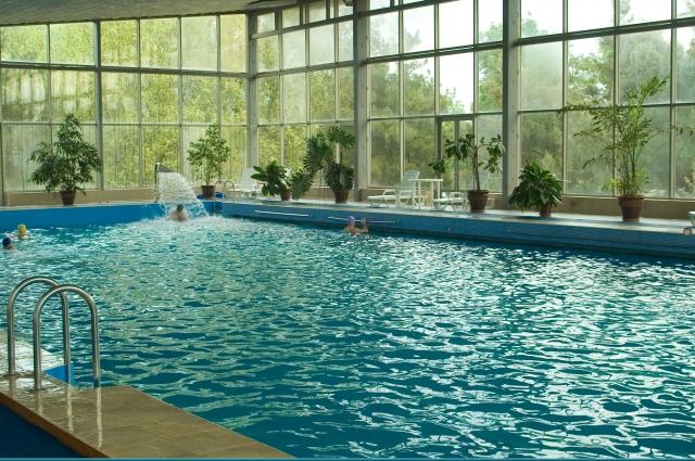 Крытый бассейн с морской водой санатория