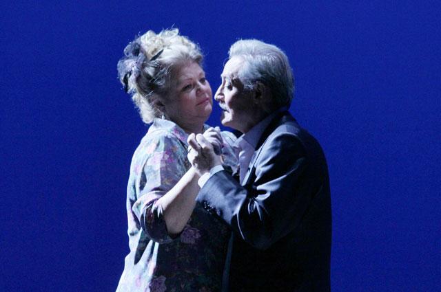 Ирина Муравьева и Юрий Соломин в спектакле Филумена Мартурано, 2013