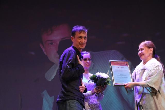 Виталий Романов получил премию за исполнение роли Григория Львовича Мурова в спектакле «Без вины виноватые» по пьесе А.Н. Островского.