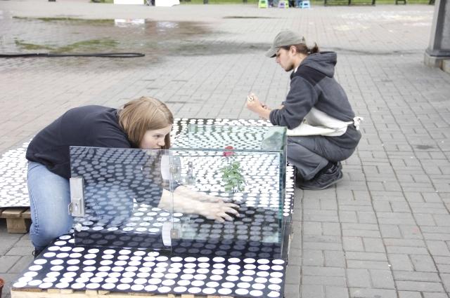 Вот креативно собирали инсталляцию благотворительной акции в Иркутске.