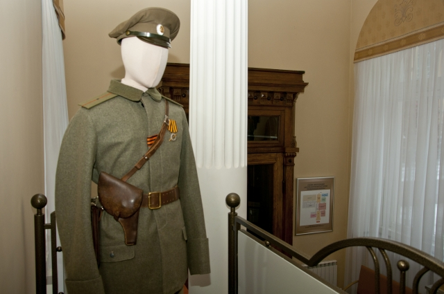 Форма прапорщика Белой армии. Подлинные вещи были привезены из Музея военной техники города Верхняя Пышма Свердловской области.