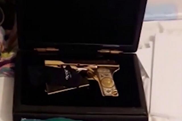 Оружие, изъятое при обысках в особняке временно исполняющего обязанности председателя правительства Республики Дагестан Абдусамада Гамидова.