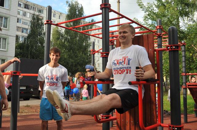 В рамках реализации программы «Решаем вместе!» во многих дворах появились новые спортивные комплексы.