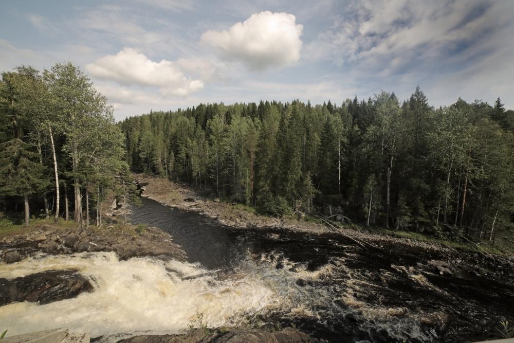 Водопад, который образует ГЭС
