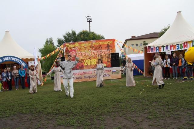 Сотрудники компаний организовали концерт.