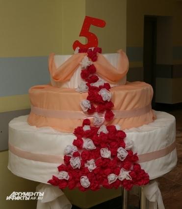 Необычный праздничный торт - к юбилею.