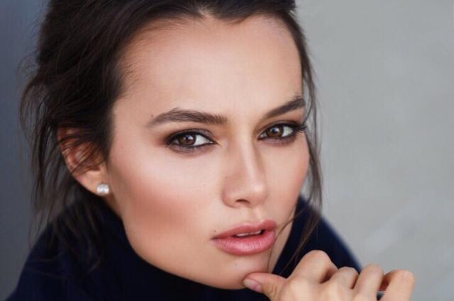Для профессионального макияжа больше подходит люксовая косметика.