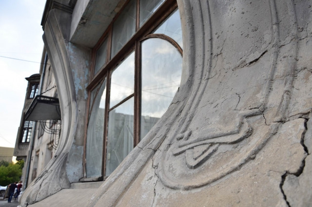 Окна дома сохранились в том виде, что и были.