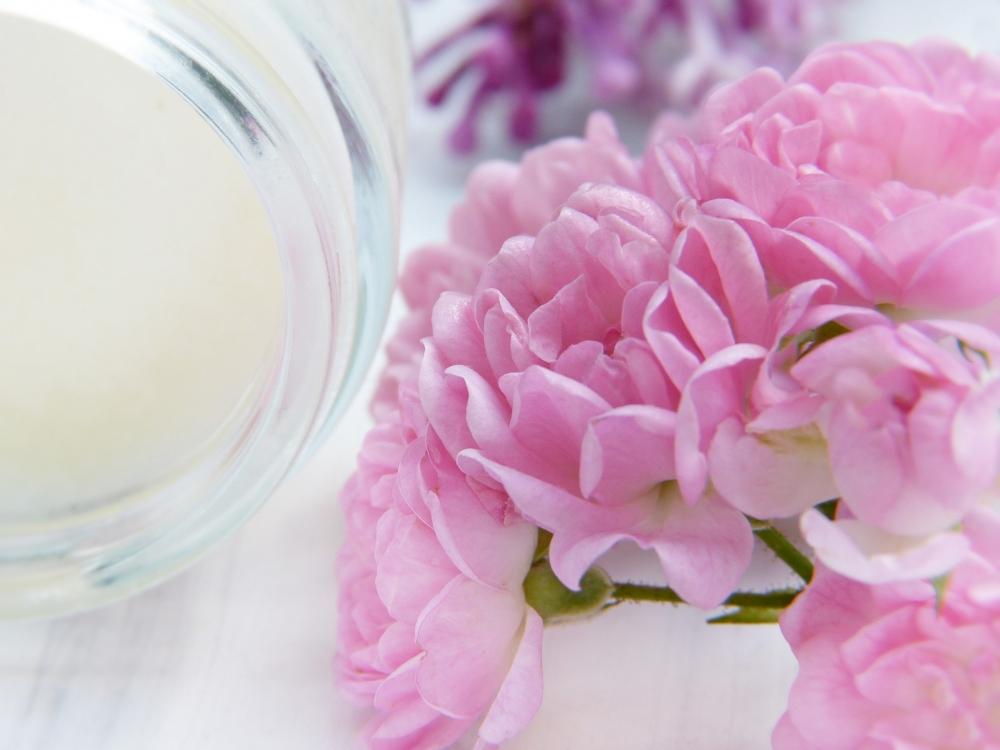 Эфирные масла и витамины, входящие в состав бьюти-средств, не только увлажняют кожу, но и поднимают настроение.