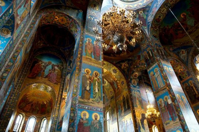 Уникальное внутреннее убранство собора.