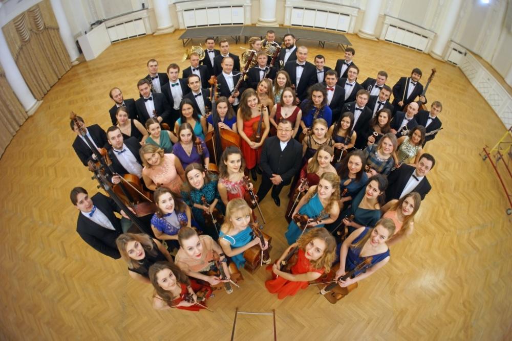 Уральский молодежный филармонический оркестр выступит вместе с хором Свердловской филармонии.