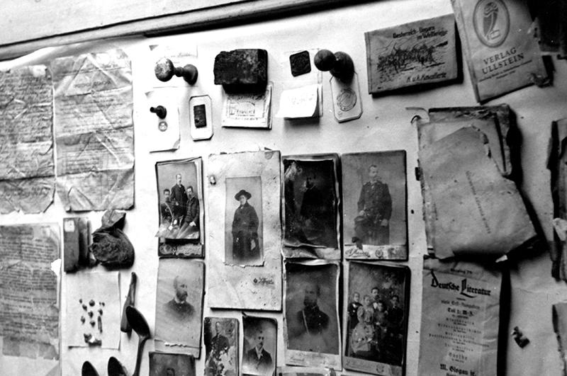Фотографии и личные вещи расстрелянных под Катынью