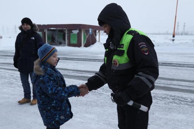 Теперь у подростка есть мечта - стать полицейским.