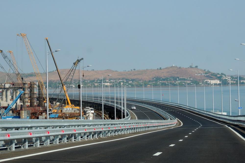 Вид на Керчь с Крымского моста.
