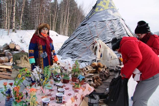 Ямальские рукодельницы приняли участие в конкурсе национальной одежды, а также похвастали своими талантами на выставке.