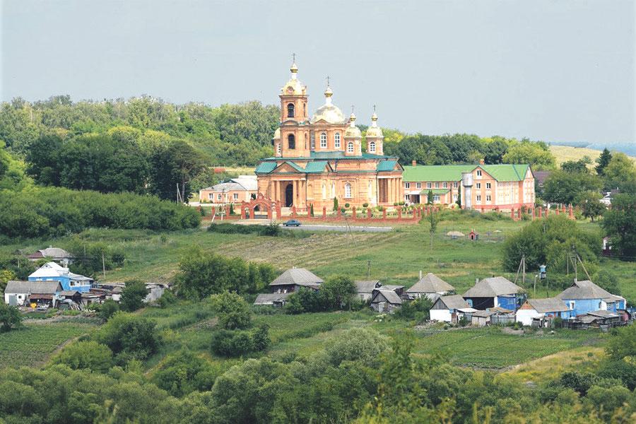 Воскресенский храм украшает село с 1911 года.