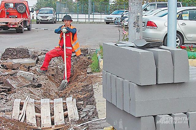 На Новопеределкинской  улице делают новые бюрдюры.