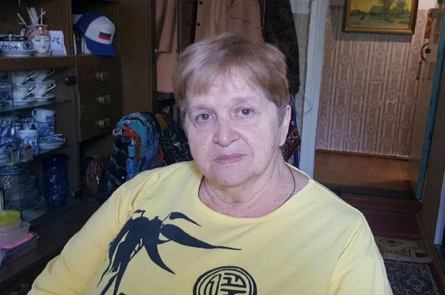 Пенсионерка Людмила Яковлева считает, что в их доме крышу практически украли.