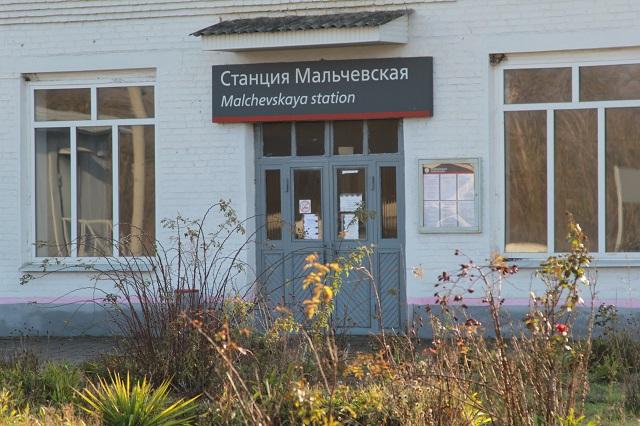 В здании вокзала сделали ремонт и помещение закрыли.