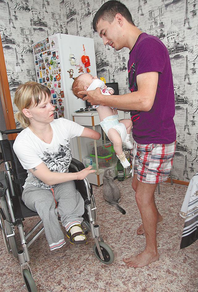 <p>Мама Галина и папа Денис души не чают в маленьком Валерике
