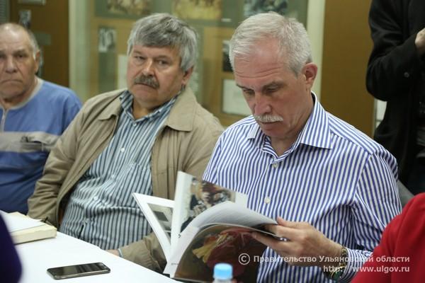 Николай Николаевич Пластов - слева.