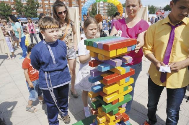 Для юных жителей района на площади перед ДК им. Ю. А. Гагарина работали интерактивные площадки.