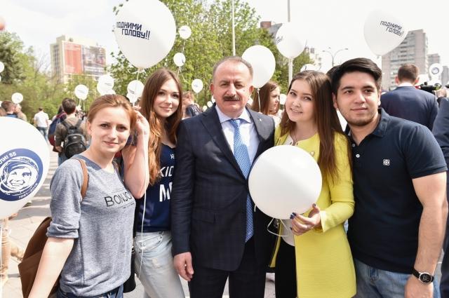 Рексто ДГТУ Бесарион Мести со студентами.