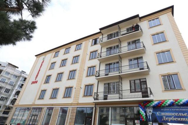 Многоквартирный дом вгороде Дербенте, ключи отквартир вкотором вдекабре этого года получили граждане, ранее проживавшие ваварийном жилье.