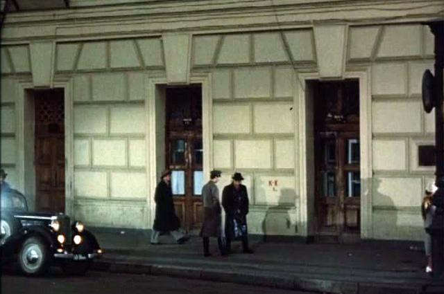 Шарапов и Жеглов прогуливаются около Большого театра