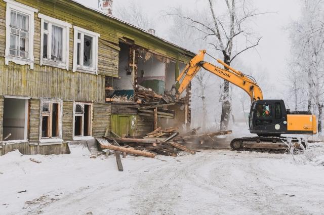 Снос ветхого дома в Ханты-Мансийске