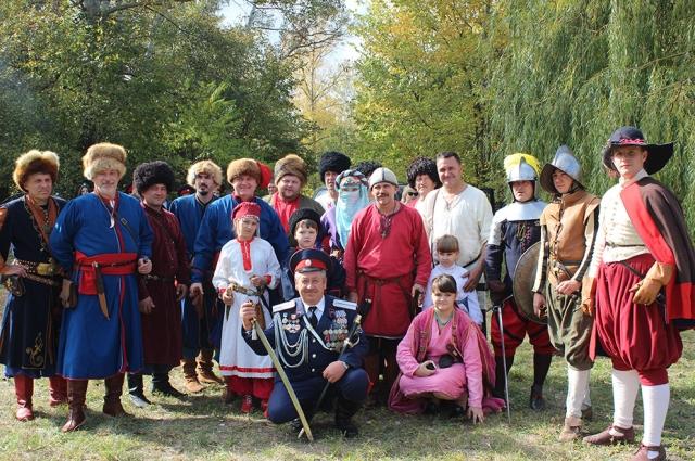Участники военно-исторического клуба на дне казачьей славы.
