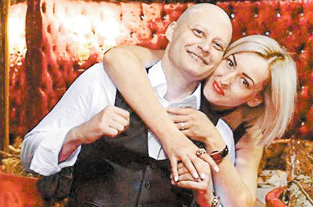 Андрей Павленко с женой Аней после химиотерапии.