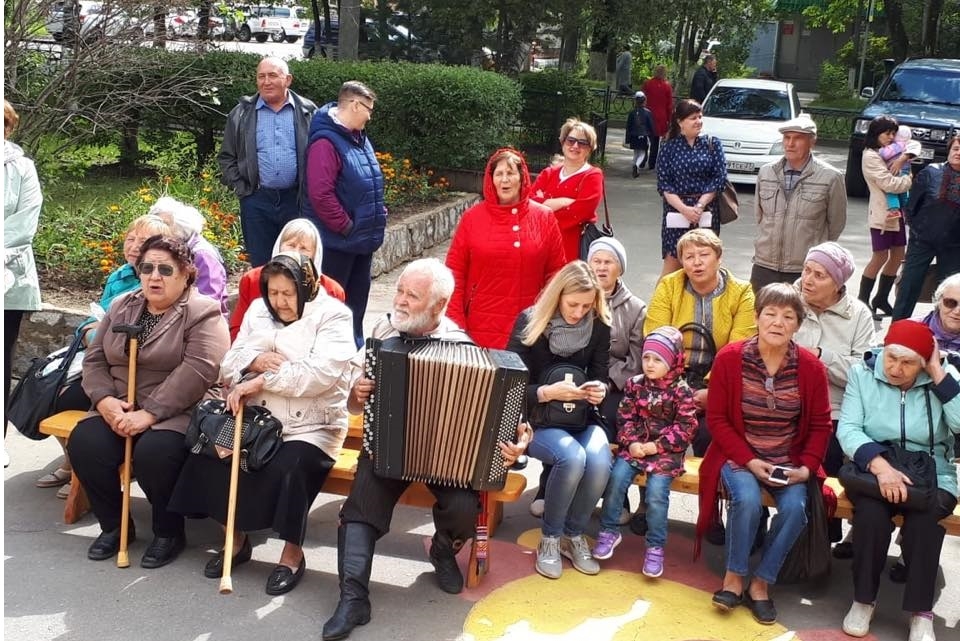 Жители Хабаровского района с удовольствием слушали артистов
