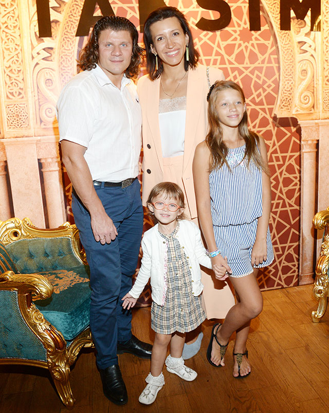 Елена Борщёва с семьёй.