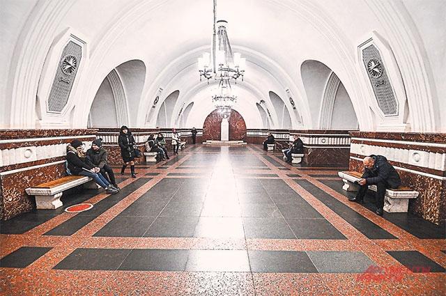 Станцию метро «Фрунзенская» (открыта в 1957 г.) строили тогда, когда подземка была главным местом встречи в любую погоду.