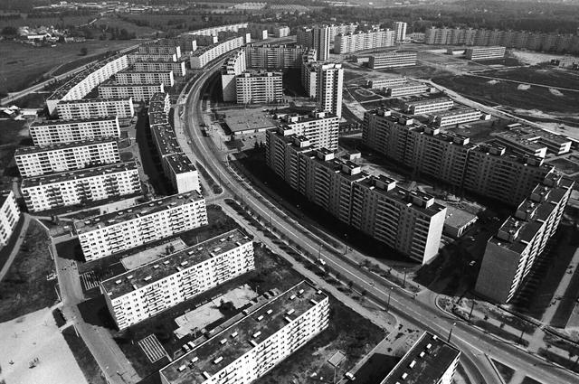 Эстонская ССР. г.Таллин Микрорайон Вяйке-Ыйсмяэ. За удачную кольцевую планировку микрорайона Вяйке-Ыйсмяэ народный архитектор СССР Март Порт в 1986 году был удостоен Государственной премии СССР.