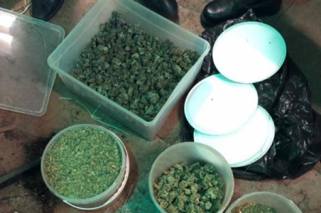 Общая масса изъятий запрещенных веществ составила около трёх килограммов.