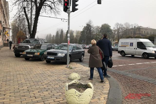 За неправильную парковку - на тротуарах или в запрещенных местах - штрафуют редко.
