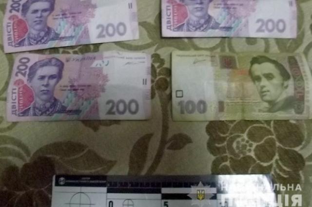 В Киеве мужчин ограбил пенсионерку