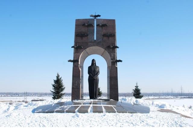 Школьники Усть-Кинельский посвятили свою работу горькой доле женщины-матери в годы войны.