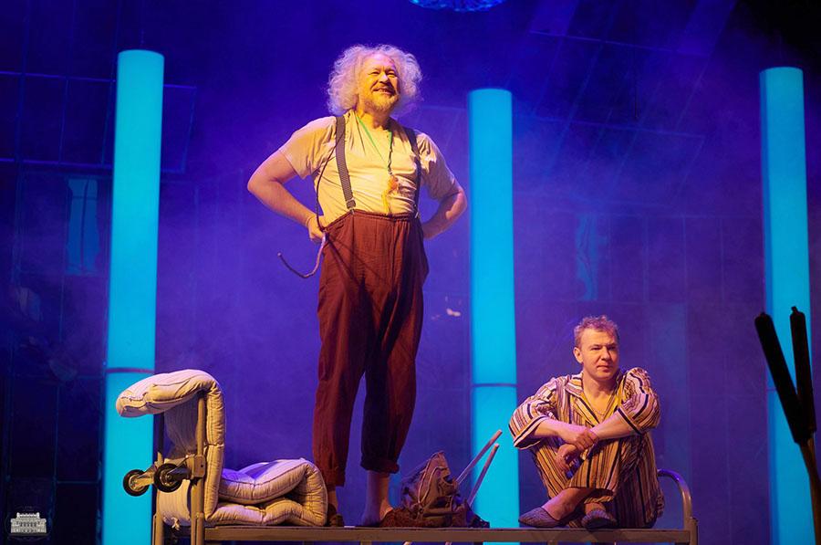 В Нижнем Новгороде тоже ставят оригинальные спектакли, не хуже чем в Москве.  Спектакль «Великий забытый», режиссёр Родион Овчинников.