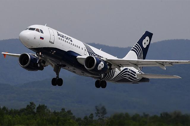 Самолет Airbus А-319 авиакомпании «Аврора» вовремя взлета вмеждународном аэропорту имени В.К.Арсеньева воВладивостоке.